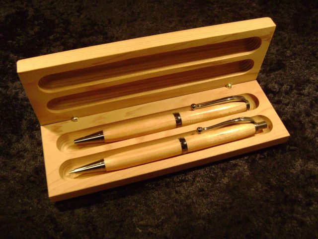 Comfort grip pen and pencil set in cherry.